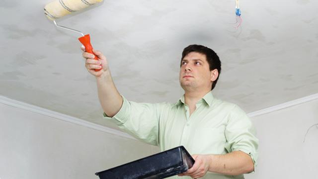 Красим потолок своими руками