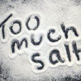 Избыток соли в рационе приводит не только к полноте, но и другим сбоям в организме