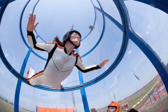 девушка в аэротубе фото