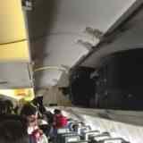 Чье место на полке для багажа над сиденьем в самолете