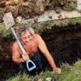 Почему могилы роют глубиной 2 метра
