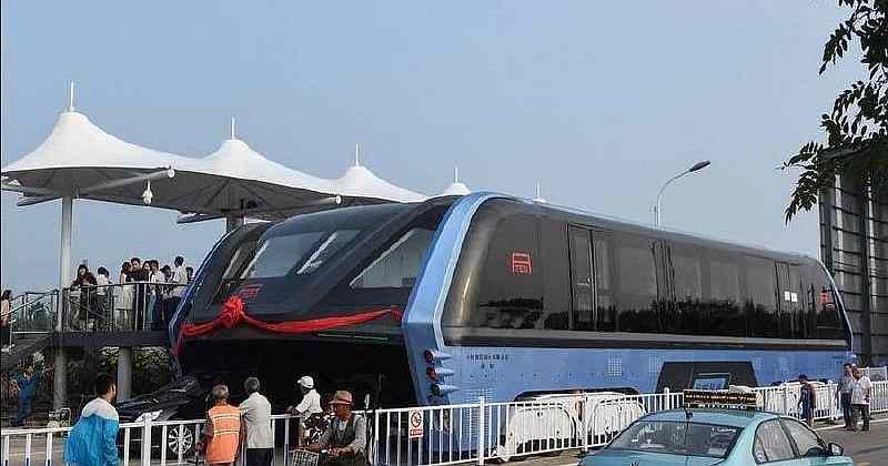В Китае начались дорожные испытания «портального» автобуса